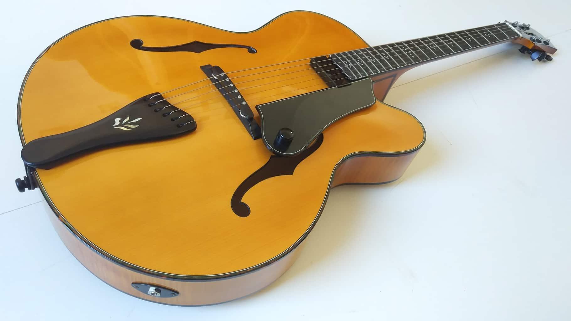 Archtop guitare construite à la main par Gérard Gory